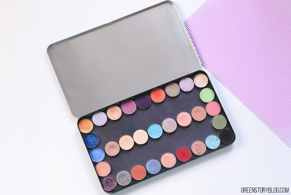 Empty makeup palette