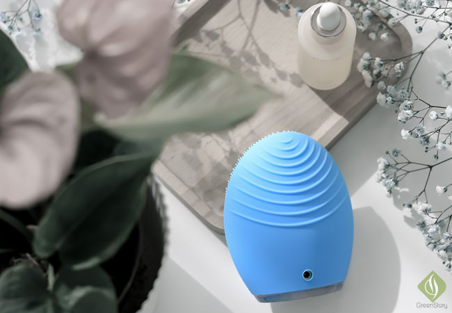 FOREO Luna 2 - Facial Cleansing Brush & Anti-aging Massager at once