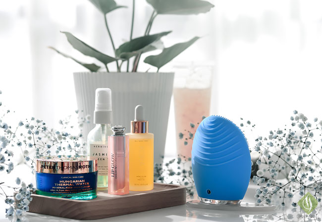 am-skincare-routine-with-luxury-skincare-products-Foreo-Luna-2